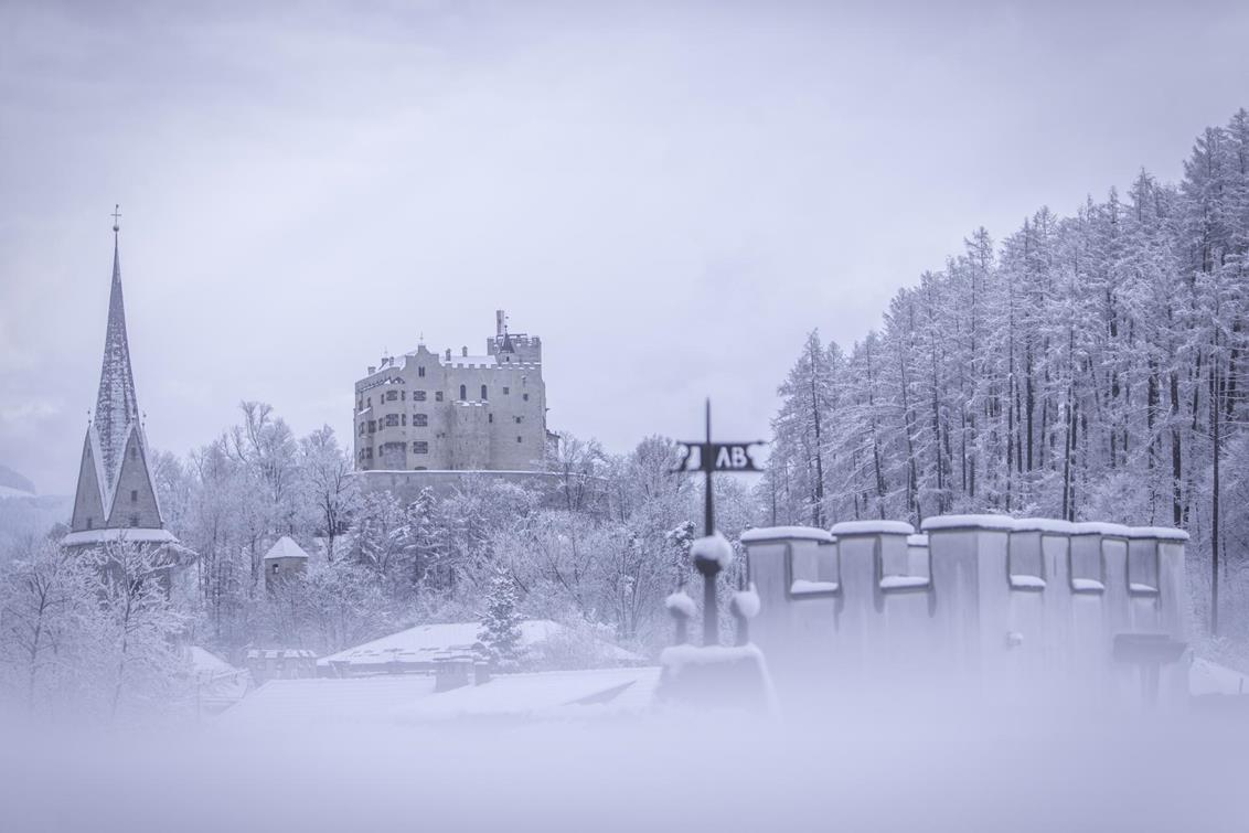 winter-schloss-manuel-kottersteger